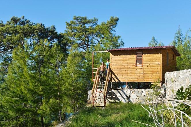 Til sommeren vil dette være en utleiehytte langs Den lykiske vei ved landsbyen Uzunyurt.