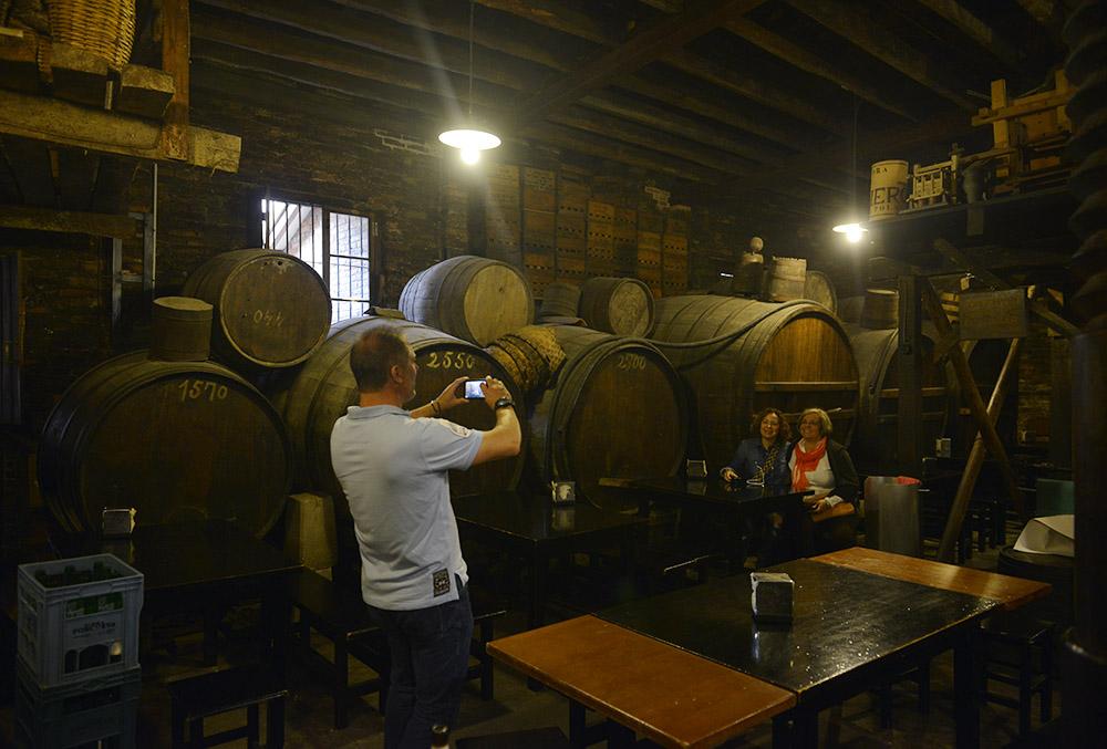 Sidreria El Polesu, Asturias, Spania, sider, sidreria