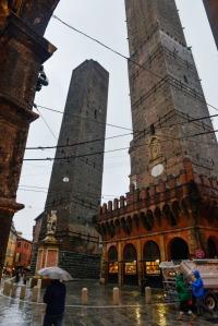 Due Torri er Torre Garisenda og Torre degli Asinelli