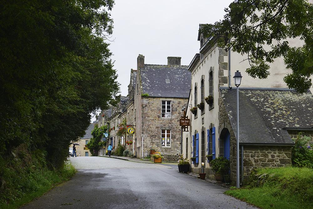 Gata inn i Locronan i Bretagne