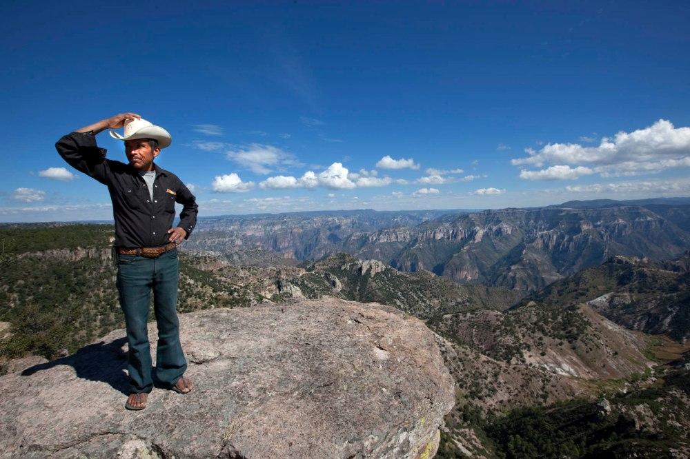 Tarahumara i fjellområdet Copper Canyon i Mexico